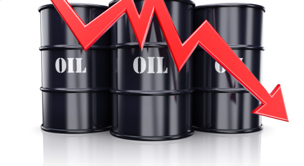 Oil Spill Sends Stocks and Yields Lower, Dollar Steady