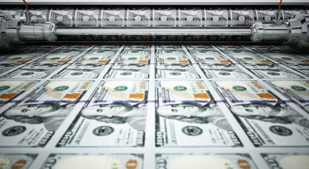 US dollar holds steady on currency markets